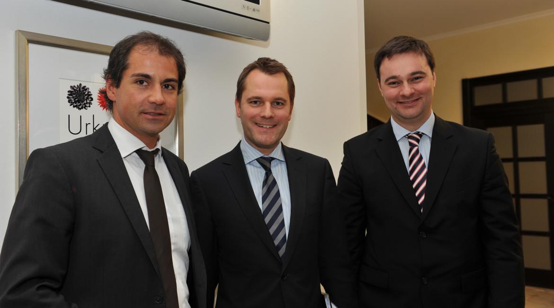 Von links nach rechts: Geschäftsführer der Nanopool GmbH Sascha Schwindt, Bundesgesundheitsminister Daniel Bahr, MdB Oliver Luksic